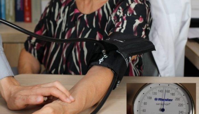 Fig. 3 - Aumentare la pressione per occludere l'arteria brachiale